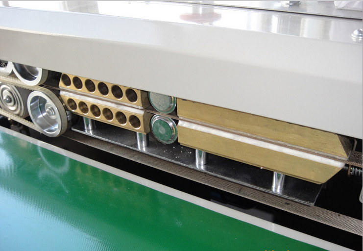horizontal sealer equipment for plastic bags.jpg