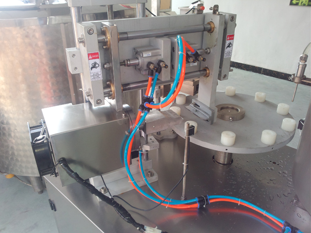 close shot for ultrasonic filling sealing machine.jpg