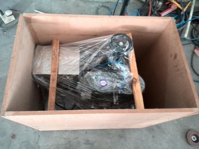 wooden case packing for screw capper.jpg