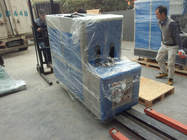 two cavity blowing equipment.jpg