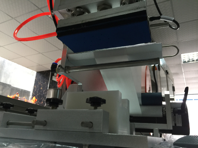close shot for mould in labeling machine.jpg