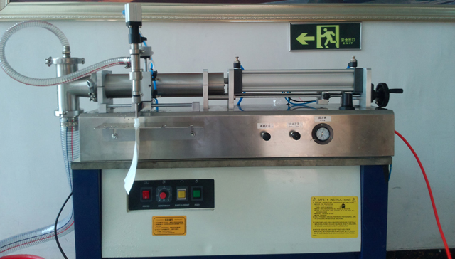 hopper filling machine horizontal for spout bags.jpg