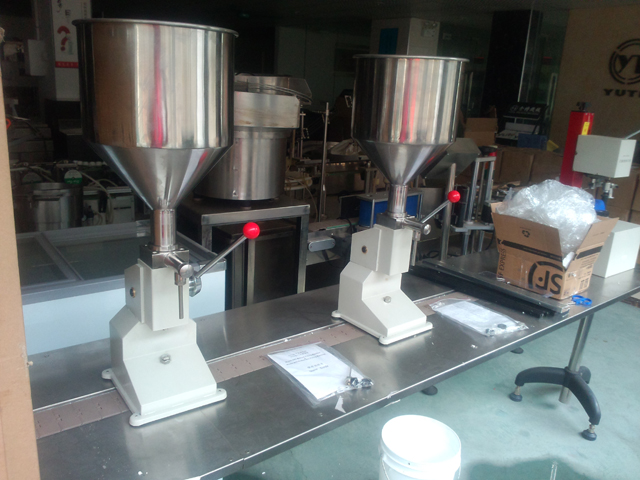 side of manual filling machines for Pakistan.jpg