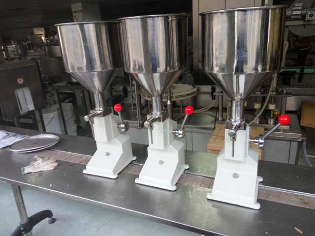manual filling machine liquid.jpg