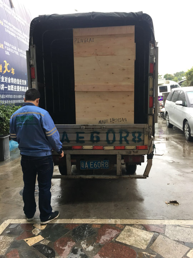 shipping truck delivery to the port for sealing machine.jpg