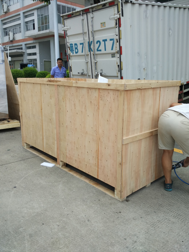 vacuum capper model YX-30B in wooden case.jpg