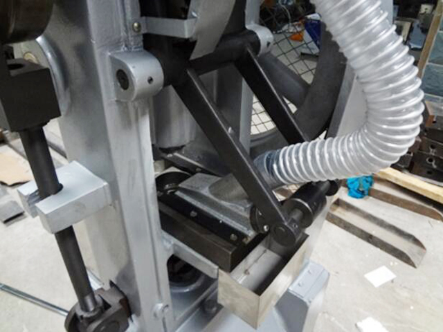 materials feeding pipe for tablet making machines.jpg