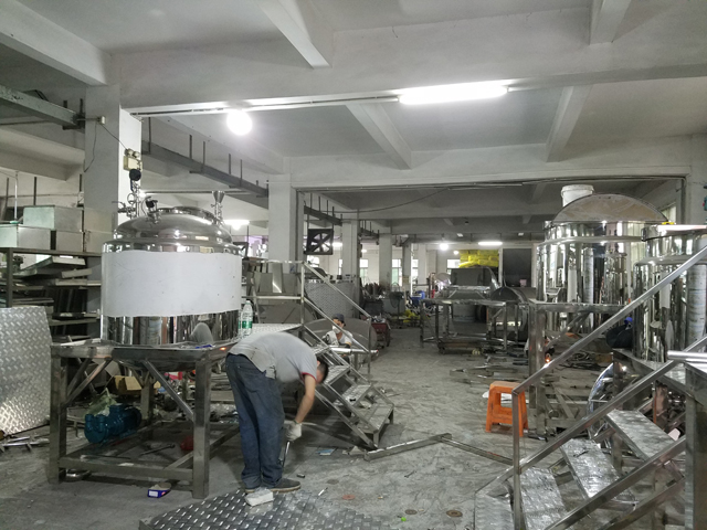 machinery factory for manufacturing blending tanks.jpg