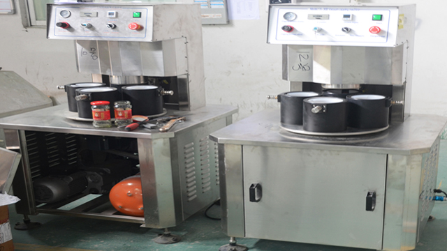 vacuum capping machine equipment.jpg