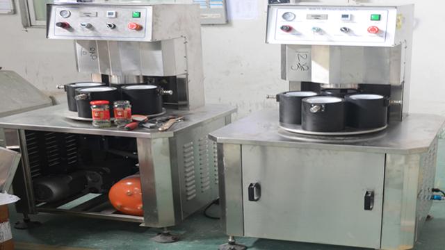 vacuum capping machine equipment.jpg