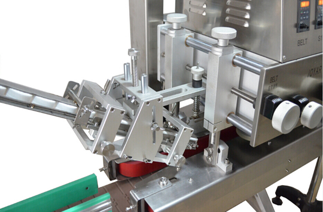 inline screw capping machine model YX-C03.jpg