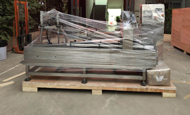 film wrapping for filling bucket oil machine (1).jpg
