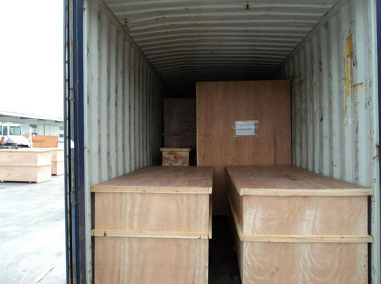 packaging wooden case in container .jpg