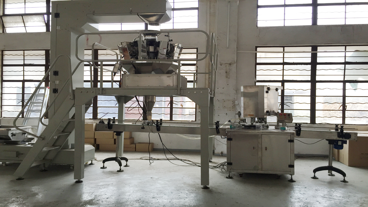 cans filling sealing machines.jpg