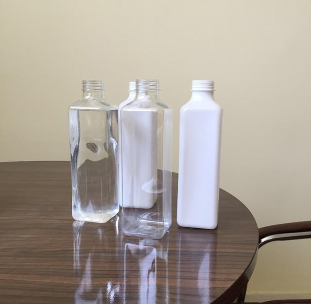 square bottles labeling machine.JPG