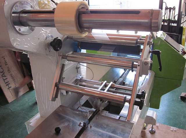 horizontal packing machine for syringe.jpg