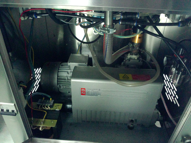 inside vacuum sealing machine with gas infilled function.jpg