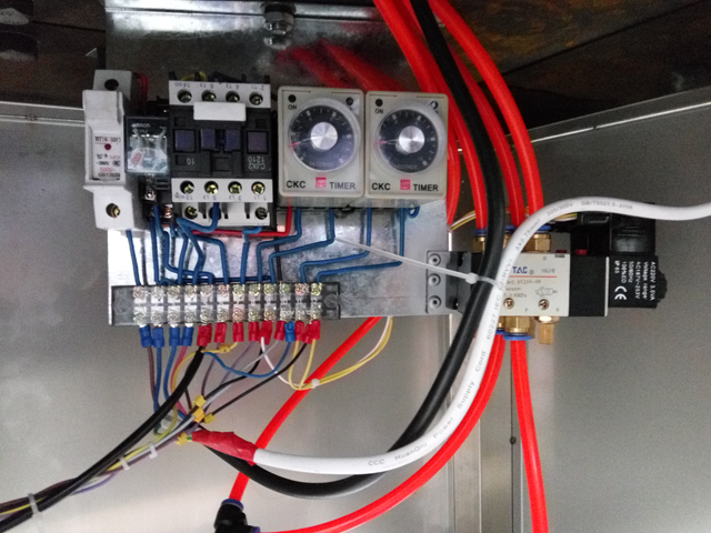 electronic wiring for sealing machines.jpg