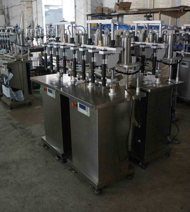 vacuum filling machines with 4 filling nozzles.jpg