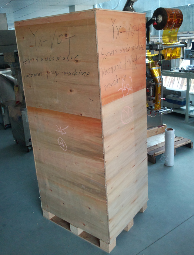 vacuum filling machines wooden crate packing  (2).jpg