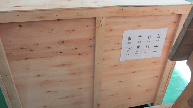 rolling labeling machine for shipping in wooden case.jpg