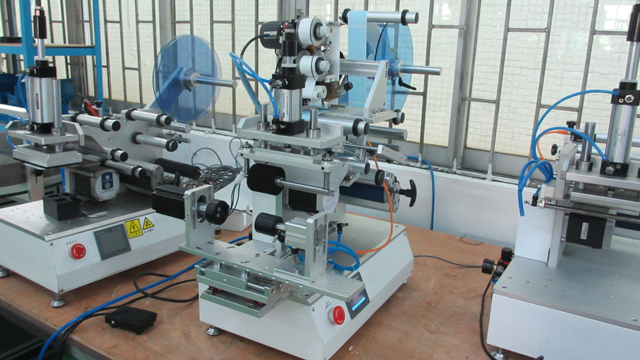 rolling labeller equipments semi automatic for matt.jpg