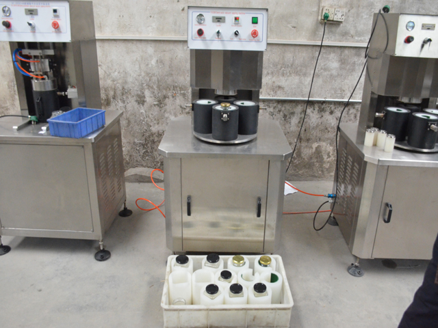 MACHINE with square jars for capper semi automatic.jpg