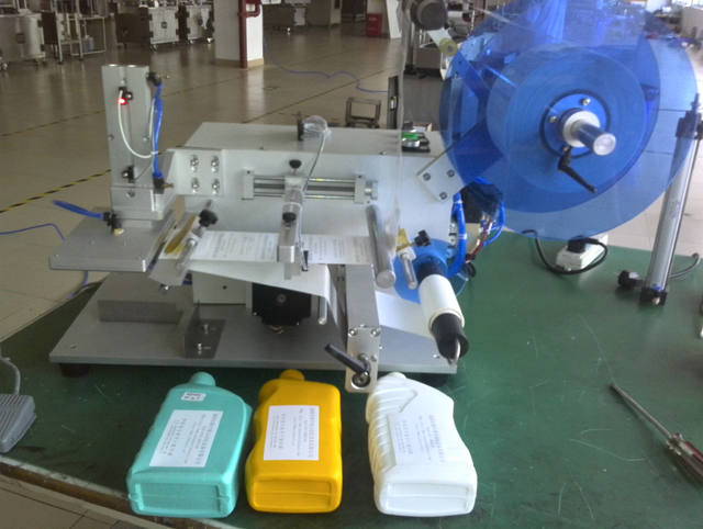 flat bottles labeler equipment.jpg