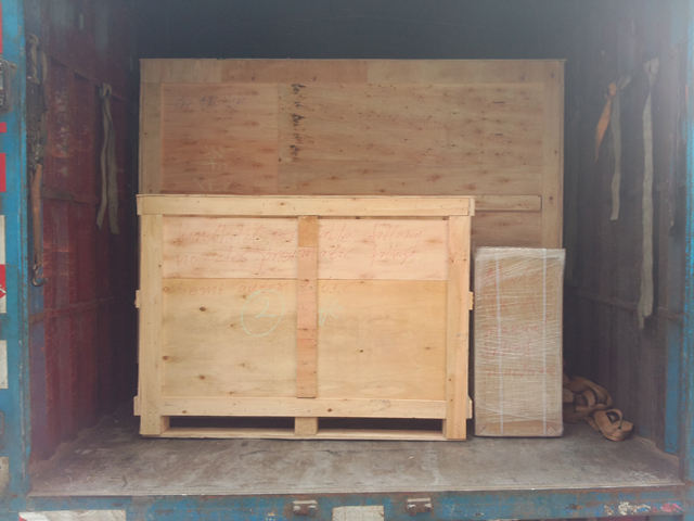 wooden case packing for bottles blowing equipment.jpg