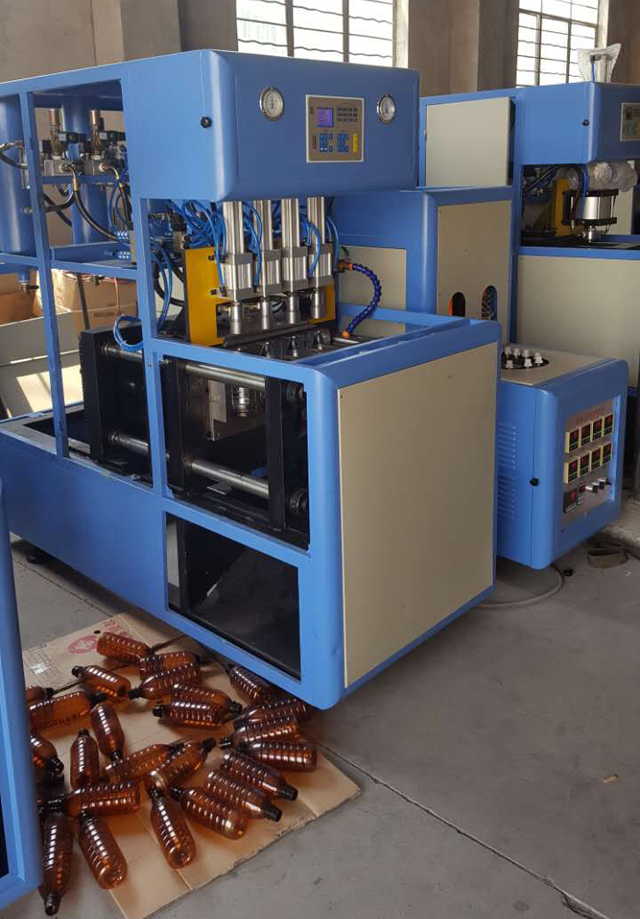 4-Cavity-Semi-Automatic-Blowing-Machine-for-Pet-Bottle-KM-4T